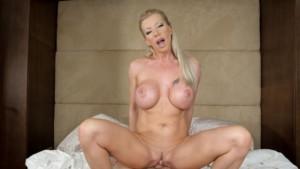 Sex-crazed Cougar POV RealityLovers Lara De Santis vr porn video vrporn.com virtual reality